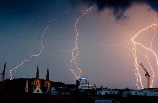 Etwa 2,5 Millionen Blitze werden pro Jahr in Deutschland registriert. Und das an nur etwa 20 bis 30 Gewittertagen, vor allem im Frühjahr und Sommer. Foto: Leserfotograf lool