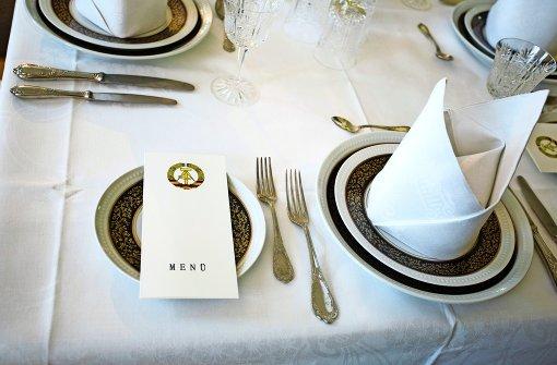 Ost und West bitten zu Tisch