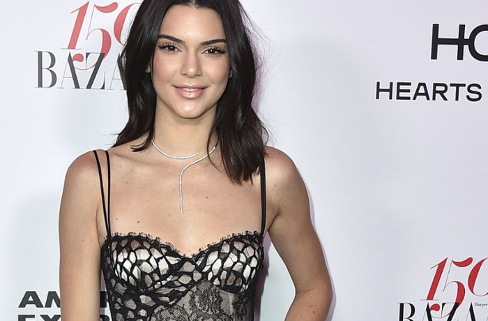 Cocktailparty in Los Angeles: Kendall Jenner zeigt sich freizügig