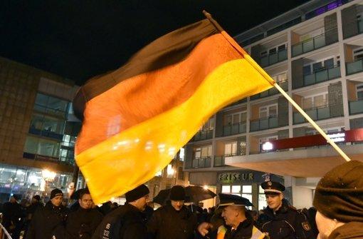 """""""Mit voller Härte"""" gegen Pegida vorgehen"""