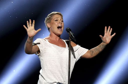 Sängerin Pink zeigt bei ihrem Konzert in Brisbane ihr großes Herz. Foto: Invision