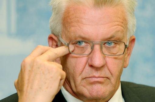 Ministerpräsident Wienfried Kretschmann will einen Aufschub für die Zahlungen des Landes an die Bahn. Foto: dpa