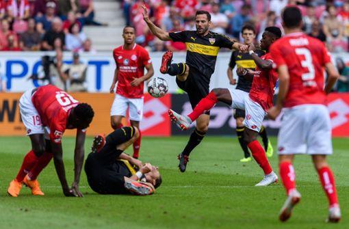 Gonzalo Castro zeig in dieser Szene großen Einsatz. Doch die Niederlage konnte auch er nicht verhindern. Foto: Bongarts