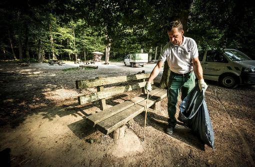 Der Waldspielplatz am Königsträßle in Degerloch hatte früher eine Wippe, eine Riesenschaukel und eine Seilbahn –  bis Jugendliche die Geräte herausgerissen und im Grill verheizt haben. Foto: Lichtgut/Leif Piechowski