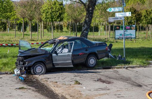 Motorradfahrer stirbt, Autofahrer schwer verletzt