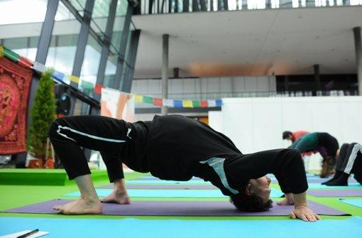 Weg zum Glück führt auf die Yoga-Matte