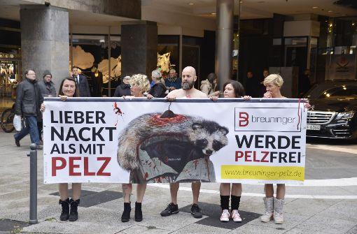 Nackt-Protest gegen Modehaus Breuninger