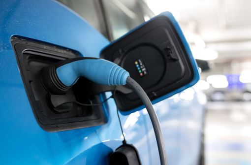 Für die Messung der Reichweite des  E-Autos gelten künftig neue Regeln – doch sie sind unter dem Strich weniger hart als die für Benziner und Diesel. Foto: dpa