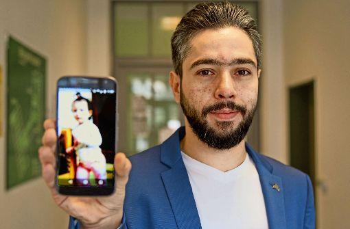 Nichts wünscht sich Alaa Scheick Qatana  sehnlicher, als seine Tochter Silina  endlich in die Arme zu schließen. Foto: Lichtgut/Leif Piechowski