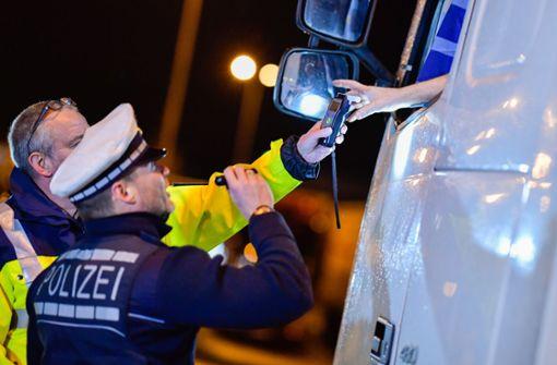 Polizei erwischt Lkw-Fahrer mit 2,3 Promille