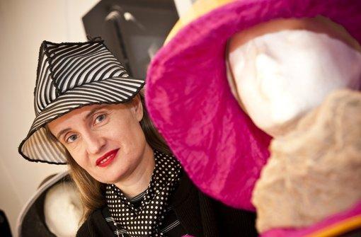 Ihr Erfolg reicht bis Hollywood: Die Esslinger Designerin Birgit Sophie Metzger mag's  bei ihren Hüten verrückt bis klassisch. Klicken Sie sich durch unsere bBildergalerie./b Foto: Leif Piechowski