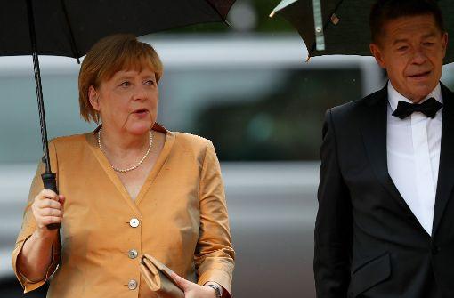 Angela Merkel und Horst Seehofer auf dem roten Teppich