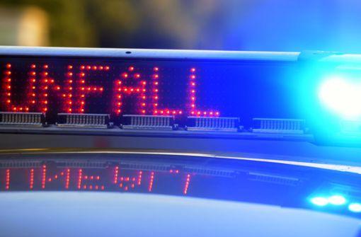 Unfall mit Wohnwagen - Frau schwer verletzt