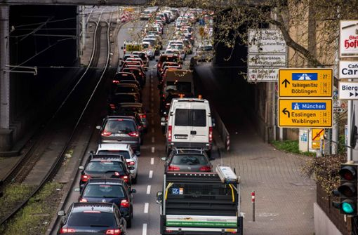 Unwetter löst Ampel-Infarkt in Bad Cannstatt aus