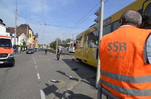 Ein 48 Jahre alter Autofahrer wollte laut Polizei trotz roter Ampel in die Kreuzung einfahren. Foto: Andreas Rosar Fotoagentur-Stuttgart