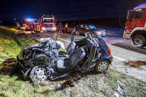 Bei einem schweren Unfall am Mittwochnachmittag im Rems-Murr-Kreis musste die Feuerwehr einen der beteiligten Fahrer aus dem Wagen schneiden. Foto: www.7aktuell.de | Simon Adomat