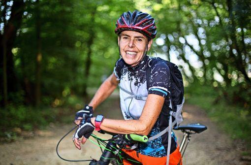Ob auf dem Mountainbike oder in Laufschuhen – Angelika Jaschinski ist immer im Training. Foto: Horst Rudel