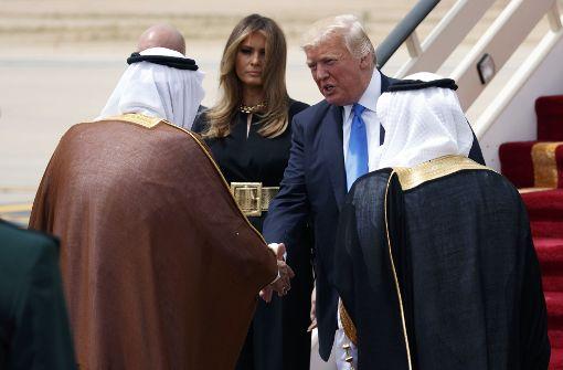 König Salman schüttelte US-Präsident Trump bei seiner Ankunft die Hand. Foto: AP