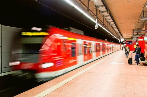 Die Verlässlichkeit der S-Bahn hat im Jahr 2014 weiter gelitten. Die Verspätungen nahmen trotz Gegenmaßnahmen der Bahn zu. Foto: dpa