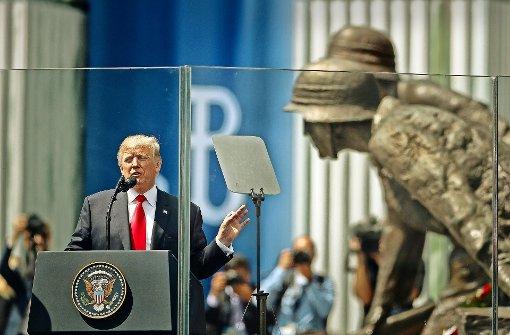 US-Präsident Donald Trump spricht auf dem Krasinskich-Platz vor dem Denkmal des Warschauer Aufstands. Foto: AP