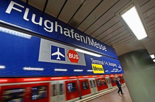 Wenn am Flughafen nicht genug Menschen umsteigen, lohnt sich möglicherweise die S-Bahn-Verlängerung nicht. Foto: dpa