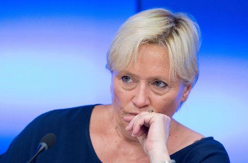 Ministerin Eisenmann legt Evaluation der Schulen auf Eis