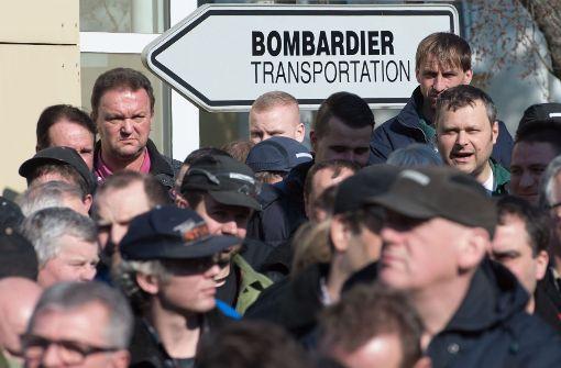 Schon seit 2016 gibt es Proteste gegen den geplanten Stellenabbau beim Zughersteller Bombardier Transportation – wie hier vor dem Werk im sächsischen Bautzen.  Foto:dpa Foto: