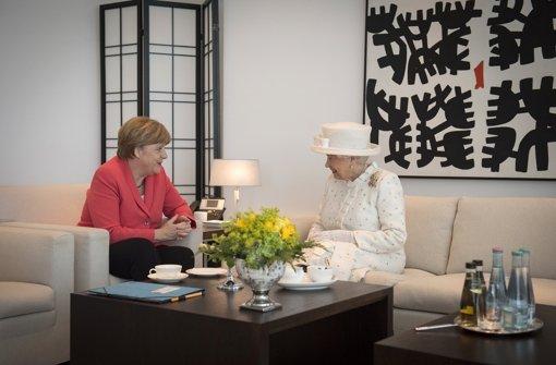 Queen Elizabeth II. (rechts) mit Bundeskanzlerin Angela Merkel im Kanzleramt in Berlin. Foto: Bundesregierung