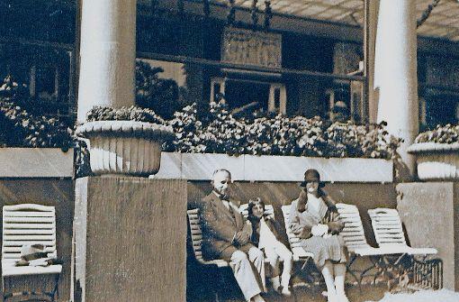 Um 1928 zu Besuch im Kurpark in Baden-Baden: Adolf und Babette Maier mit ihrer Tochter Hannelore Foto: Stadtarchiv Reutlingen