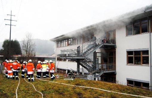 Bei einem Brand in einer Behindertenwerkstatt in Titisee-Neustadt im Schwarzwald sind am Montag mehrere Menschen ums Leben gekommen. Foto: dpa