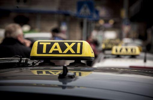 Die Taxibranche in Stuttgart steht unter Druck. Jetzt sollen höhe Tarife die wirtschaftliche Basis vieler Betriebe sichern Foto: Lichtgut/Leif Piechowski