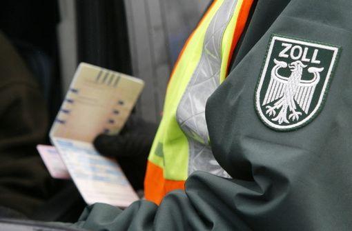 Zoll schnappt zehn illegale Angestellte