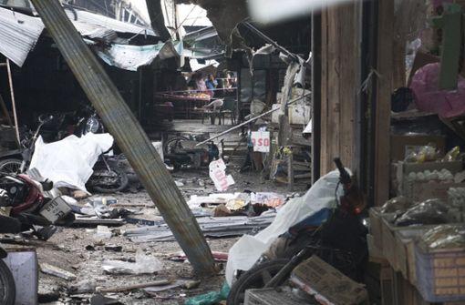 Bombe tötet drei Zivilisten