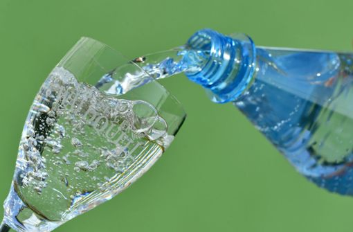 Bei Mineralwasser beträgt die Mehrwegquote in Deutschland derzeit nur 30 Prozent. Foto: dpa