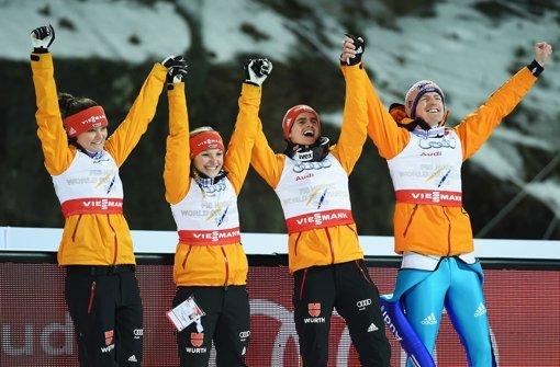 Deutsche Skispringer holen Gold im Mixed
