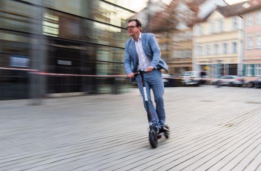 Fuß-Verein lehnt E-Scooter auf Gehwegen ab