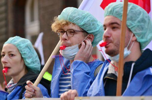 Beschäftigte von vier Unikliniken ganztägig im Warnstreik