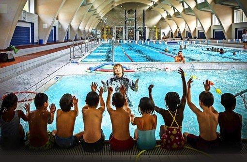 Im Heslacher Hallenbad lernen Grundschüler spielerisch das Schwimmen. Foto: Lichtgut/Achim Zweygarth