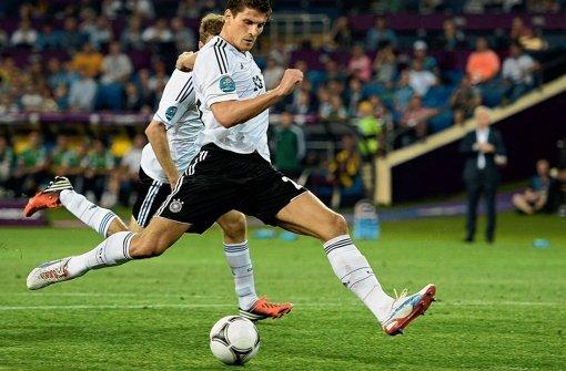 Feine Ballannahme: Gomez erzielt das 1:0 gegen die Niederlande. Foto: dapd