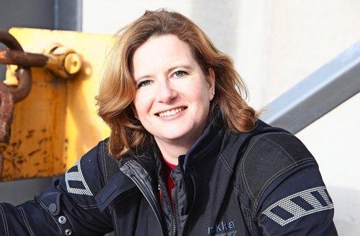 Frauke Tietz (42) aus Karlsruhe hat ihre Leidenschaft zum Beruf gemacht: Fembike.de heißt ihr Online-Motorradmagazin von und für Frauen. Foto: Harald Wacker