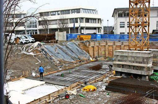 Derzeit laufen die Bauarbeiten für die Moschee an der Wilhelm-Haas-Straße/Raiffeisenstraße. Reicht die Zeit aus, um den ersten Bauabschnitt fertigzustellen? Foto: Natalie Kanter