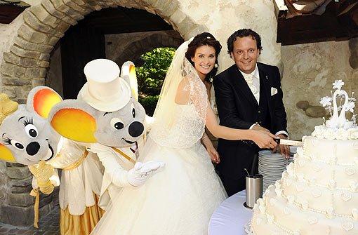 Feiern mit den Europa-Park-Mäusen: Miriam Ivancan und ihr Frischvermählter Michael Mack. Foto: Europa-Park Rust