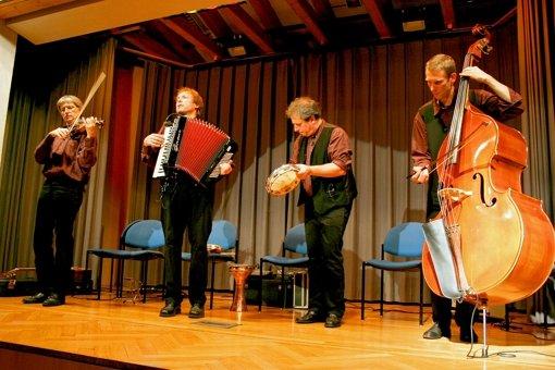 Die   Gruppe Jontef aus Tübingen erfüllte den Gemeindesaal der Salvatorkirche in Giebel im Jahr 2006 mit  Klezmer-Musik. Foto: Archiv Isabelle Butschek