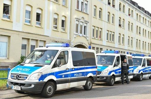 Einsatz vor der Landeserstaufnahmeeinrichtung in Mannheim Foto: dpa