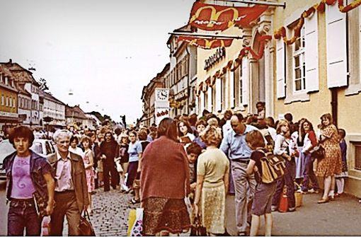 """Bei der Eröffnung kamen die Menschen in Scharen. """"Dabei haben wir nichts verschenkt"""", sagt Fehr. Foto:  Eduard Fehr"""