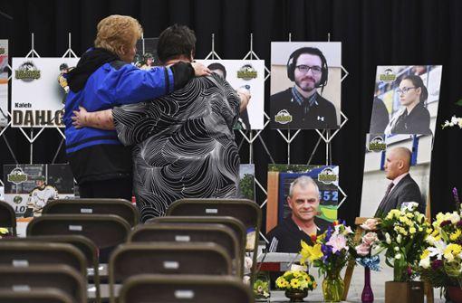 In ganz Kanada trauern Menschen um die Eishockeyspieler der Humboldt Broncos. Foto: The Canadian Press