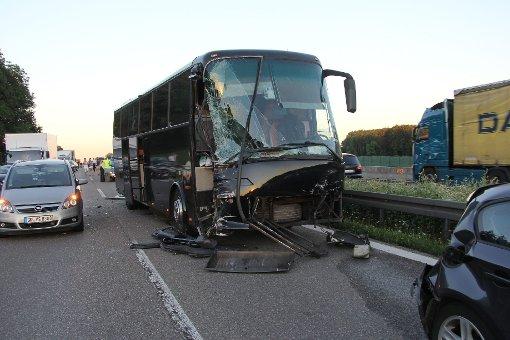 Acht Verletzte bei Busunfall