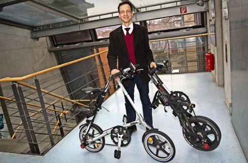 Elektro-Faltrad reist als Gepäckstück mit