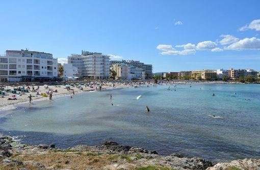 Auf der Ferieninsel Mallorca hat sich am Sonntagabend in dem Touristenort Peguera eine Schießerei mit vier Verletzten zugetragen. (Symbolbild) Foto: dpa-tmn