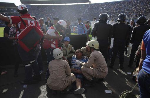 Massenpanik vor Stadion – mindestens fünf Tote